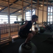 AMAZING! Finn squatting with a 20kg bar on a swiss ball!!