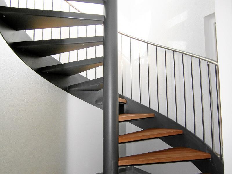 treppen welcome home immobilien. Black Bedroom Furniture Sets. Home Design Ideas